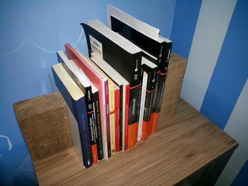 Suporte-livros-caseiro-2