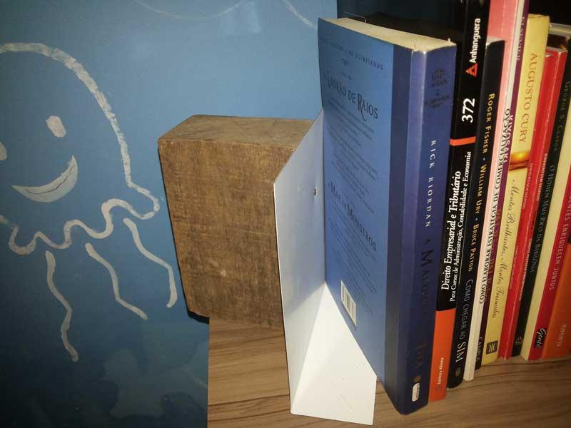 Suporte-livros-caseiro-4